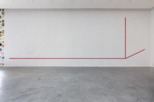 Elsa Werth, Perspectives provisoires, 2017, sangle de coton, boucles, crochets metalliques, dimensions variables, installation modulable (5 variations)