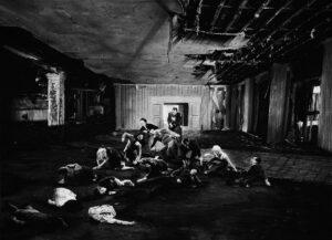 Mathieu Dufois, Dès le seuil, dessin à la pierre noire, 108 x 148 cm