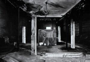Mathieu Dufois, Entracte, 2020, Dessin à la pierre noire, 108 x 155 cm