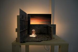 Mathieu Dufois, Et ne reste que le décor, 2021, maquette, papiers, pierre noire, pastel sec, cartons, tasseaux, 50,5 x 60 x 36 cm
