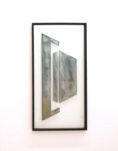 Pia Rondé & Fabien Saleil, Cité Fantôme #1, 2017. Argenture de miroir et peinture sur verre, médium noir, 120 x 60 cm. ©Galerie Valeria Cetraro