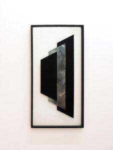 Pia Rondé & Fabien Saleil, Cité Fantôme #3, 2017. Argenture de miroir et peinture sur verre, médium noir, 120 x 60 cm. ©Galerie Valeria Cetraro