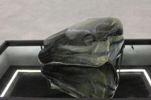 Pia Rondé & Fabien Saleil, Figure cheval, 2017. Verre soufflé, 50 cm x 35 cm x 20 cm. ©Galerie Valeria Cetraro