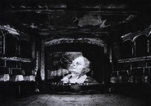 Mathieu Dufois, Voilà le visage de la mort, 2018, dessin à la pierre noire, 53 x 75 cm