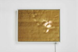 Stéfane Perraud, 13°13′30′′S-96°7′30′′E_Murifield, 2019, Papier gravé au laser, électroniques divers, Leds, 650 x 500 mm. ©Quentin Lacombe