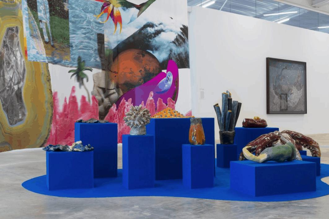 Vue de l'exposition MEMORIA : récits d'une autre Histoire, FRAC Nouvelle Aquitaine - MECA. Josèfa Ntjam, Hybrid Family, 2019. © G. Deleflie