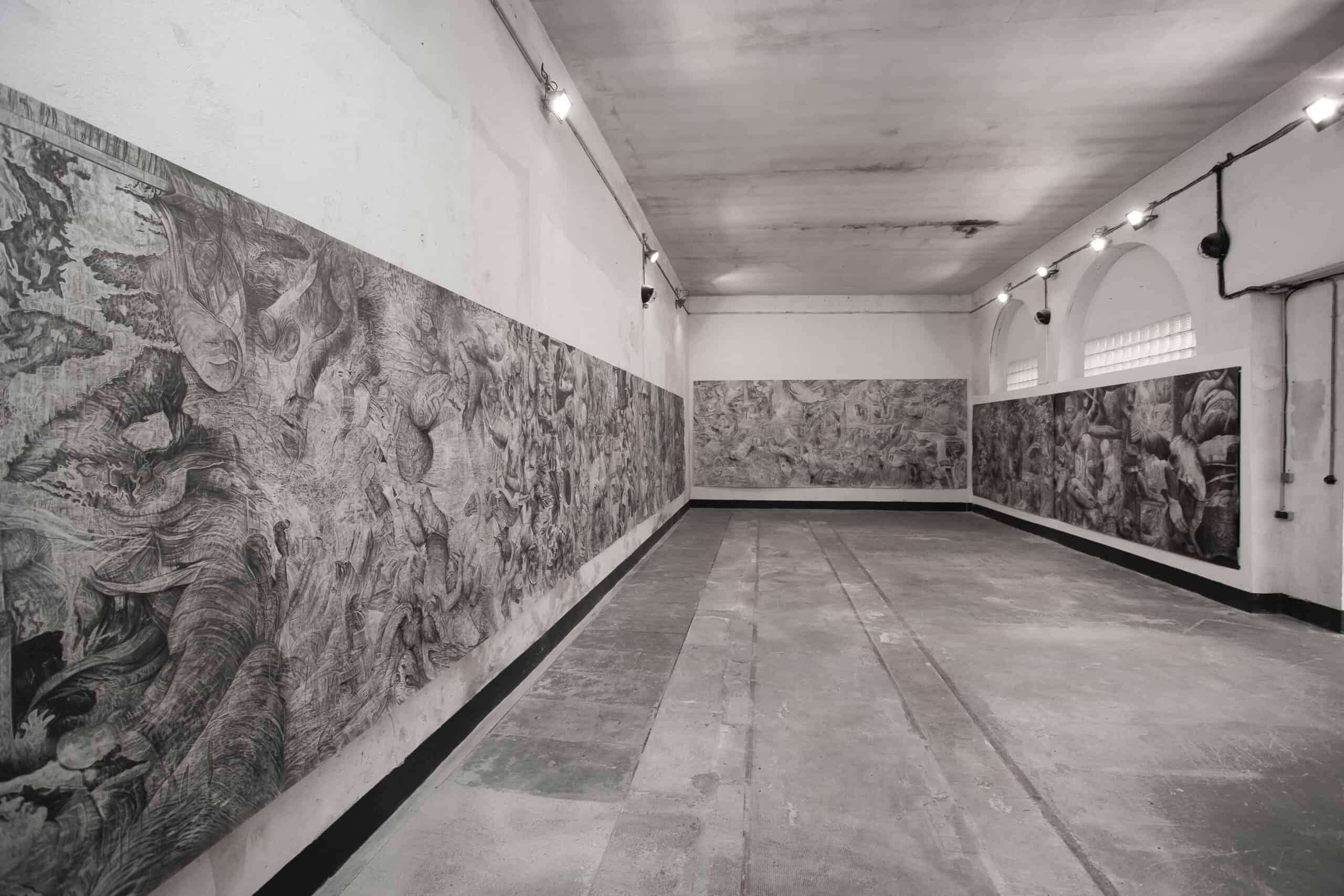 Quentin Spohn, sans titre, 2020, graphite sur papier, 3500 x 190 cm, vue d'exposition, galerie Espace A VENDRE, Nice, crédit photo Sidney Guillemin