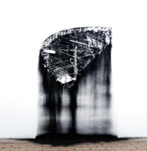 Nicolas Daubanes, Cour de promenade, Dessin mural à la poudre d'acier aimantée, 100 × 175 cm, 2017. Vue de l'exposition Le batiman et a nou, La station, Nice, 2017. ©Galerie Maubert